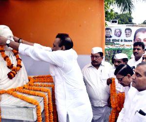 Ashok Choudhry pays tribute to Rajiv Gandhi on his death anniversary