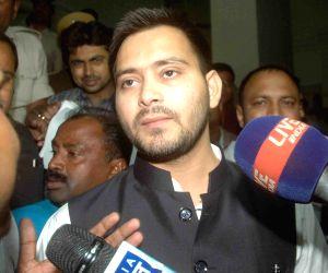 Tejashwi Yadav, Tej Pratap Yadav at secretariat