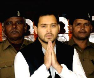 Tejashwi mocks Nitish for questioning demonetisation benefits