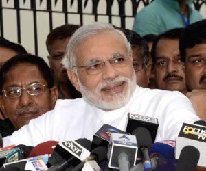 Narendra Modi addresses press Patna airport