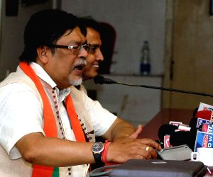 Chandan Mitra joins Trinamool
