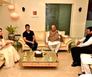 Amit Shah meets Madhuri Dixit and her family