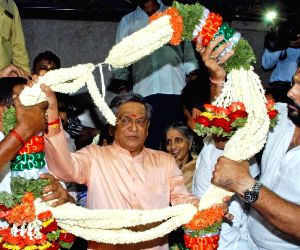 Supporters greet SM Krishna on birthday