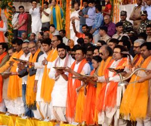 Ganga Saptami - Surya Pratap Shahi, Rajpal Yadav  offer prayers at Dashashwamedh Ghat