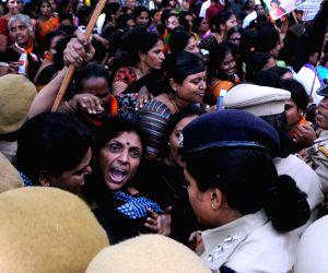 BJP Mahila Morcha demonstration against K'taka government