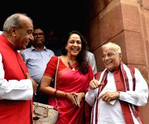 Parliament- Murli Manohar Joshi, Jagdambika Pal and Hema Malini