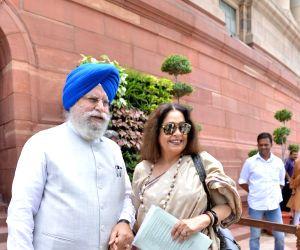 S. S. Ahluwalia, Kirron Kher at Parliament