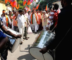 BJP workers celebrate party's performance in the Assembly polls of 4 states