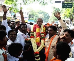 Karnataka Assembly elections - BJP's S. Suresh Kumar celebrates