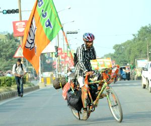 BJP worker cycles from Mangalore to Patna