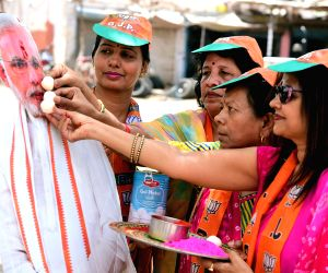 Bikaner (Rajasthan): 2019 Lok Sabha elections - Exit polls predict majority to BJP-led NDA, BJP workers celebrate