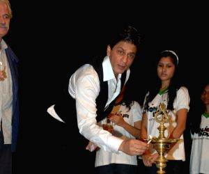 Bollywood actor Shahrukh Khan during the inauguration of photo exhibition 'Earth From Above' in Mumbai on Tuesday, 01 December 2009.