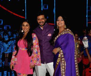 Vidya & Emraan at Star plus India's Dancing Superstar