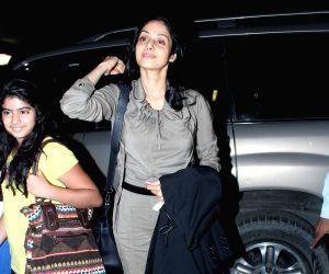 Bollywood stars leave for IIFA