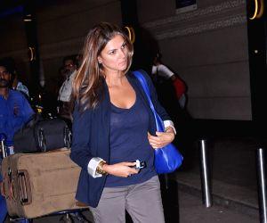 Celebrities leaving for London
