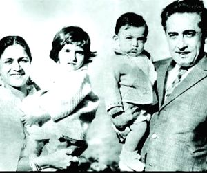 Twitter in love with Aamir Khan's family pics with Shammi Kapoor
