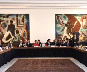 11 Latin American and Caribbean leaders meet