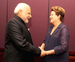 Brisbane (Australia): Narendra Modi meets Dilma Rousseff at G-20 summit