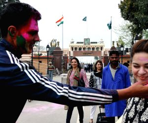 Holi celebrations at Indo-Pak international border