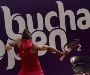 Simona Halep v/s Indy De Vroome in 2014 Bucharest Open tennis tournament
