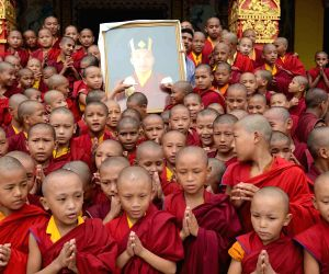 buddha-disciples-celebrating