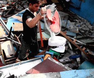 PHILIPPINES-CALOOCAN CITY-SLUM AREA DEMOLITION