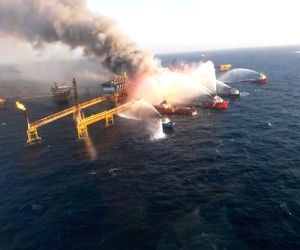 MEXICO CAMPECHE OIL PLATFORM FIRE