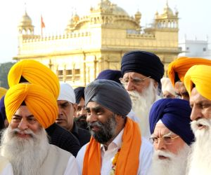 Canadian Defence Minister visits Golden Temple