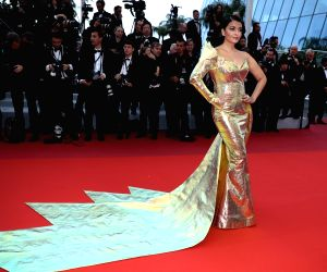 "CANNES, May 20, 2019 (Xinhua) -- Actress Aishwarya Rai Bachchan poses for photos upon her arrival at the premiere of the film ""A Hidden Life"" at the 72nd Cannes Film Festival in Cannes, southern France, on May 19, 2019. The 72nd Cannes Film Festival"