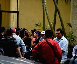 VENEZUELA-CARACAS-TEAR GAS BOMB EXPLOSION-STAMPEDE