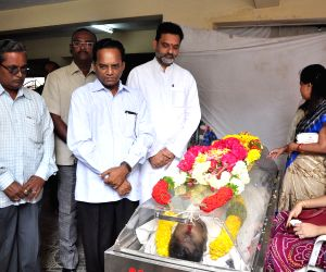 Celebs pay tribute to Kondavalasa Laxmana Rao
