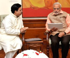 A delegation of artistes calls on PM Modi