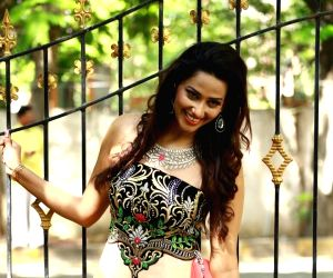 Sanjana Singh - photo shoot