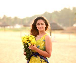 Event : (030415) Chennai: Simran - photoshoot