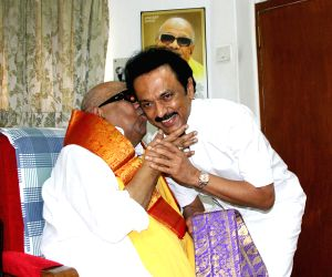 Karunanidhi blesses Stalin on birthday