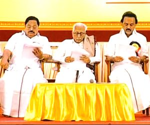 DMK leaders pledge support to Stalin