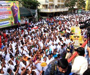 O Paneerselvam pays tribute to M G Ramachandran