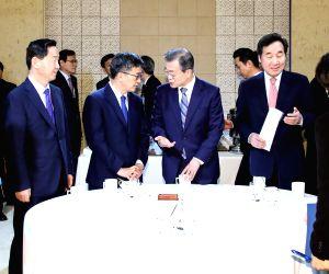 Cheong Wa Dae: President Moon Jae-in hosts Cabinet meeting