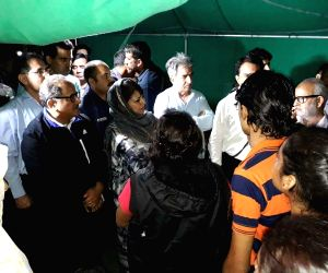 Mehbooba Mufti meets injured Amarnath Yatris