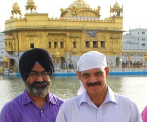 General Dalbir Singh Suhag visits Golden Temple