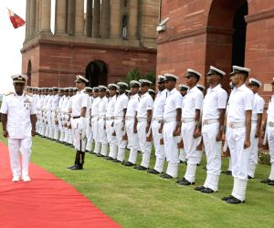 Nigerian Navy Chief inspects the Guard of Honour