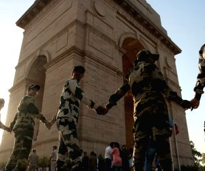 CRY, Delhi Police, BSF form human chain against child labour