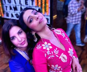 Tabu, Farah Khan celebrate '30 years of Dosti'
