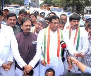 Telangana Congress leaders stopped from heading to Mallanna project