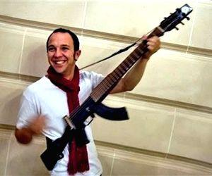 Colombian musician gives 'gun-guitar' to Gandhi museum