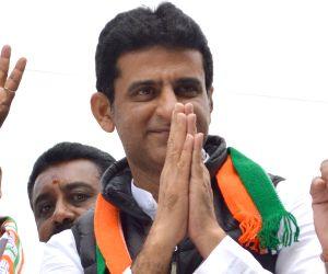 Congress' Rizwan Arshad campaigns for Shivajinagar by polls