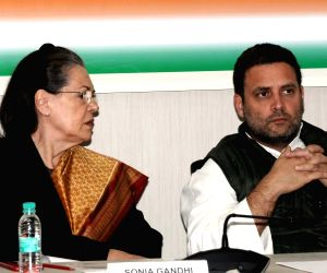 Sonia, Rahul pay tribute to Nelson Mandela on birth centenary