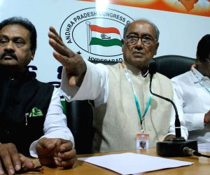 Digvijay Singh addresses a press conference on Telangana issue at Gandhi Bhavan