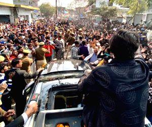 Jaunpur (UP): Priyanka Gandhi receives warm welcome on her way to Azamgarh