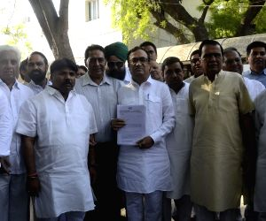 Congress delegation meets Delhi LG